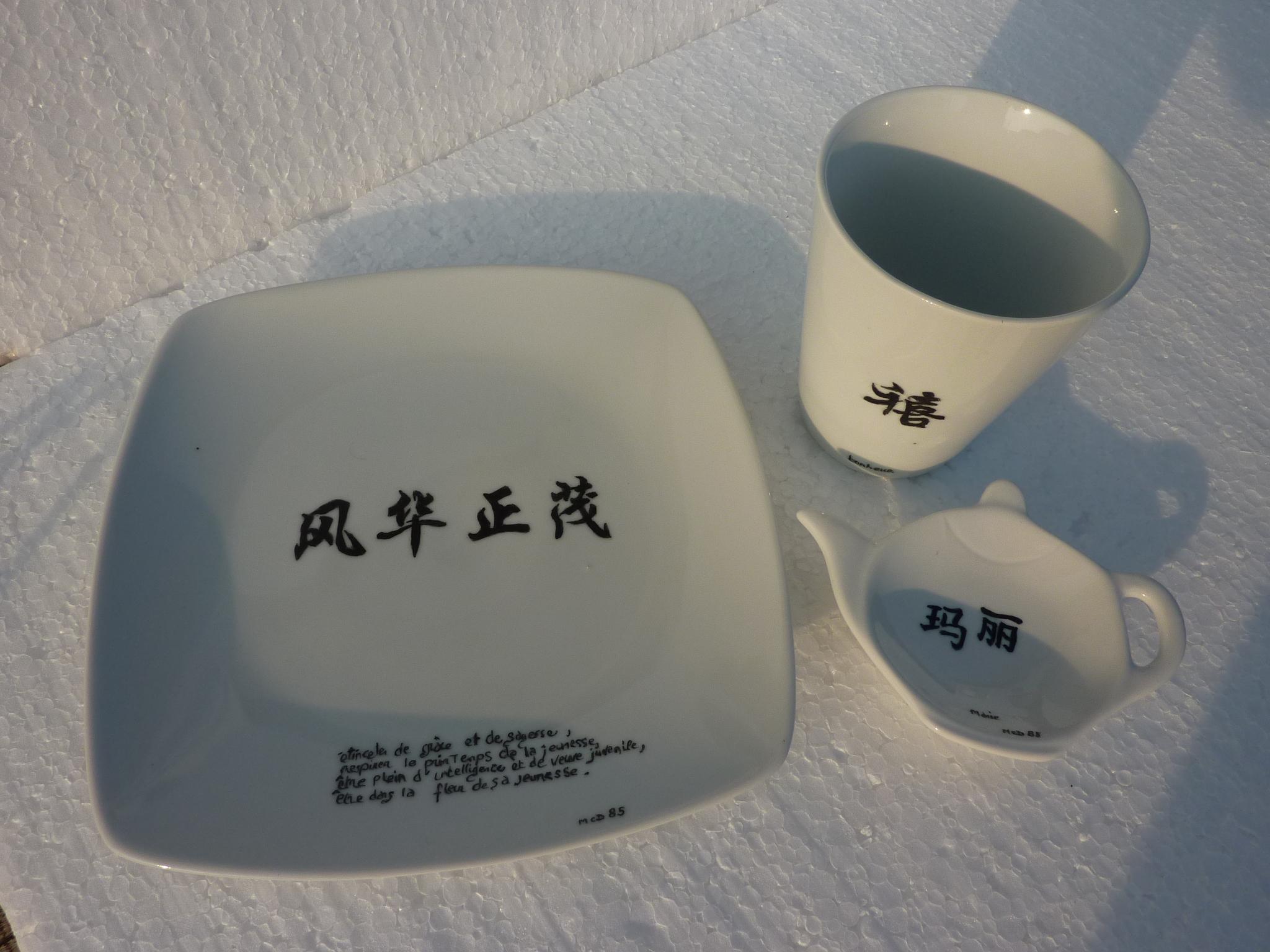 Ensemble de six mugs coniques avec un repose th et une for Service de table chinois
